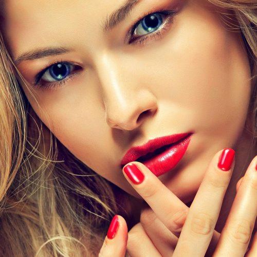 blonde_with_matching_manicure_and_lipstick_manicure_woman_girls_lipstick_makeup-4410